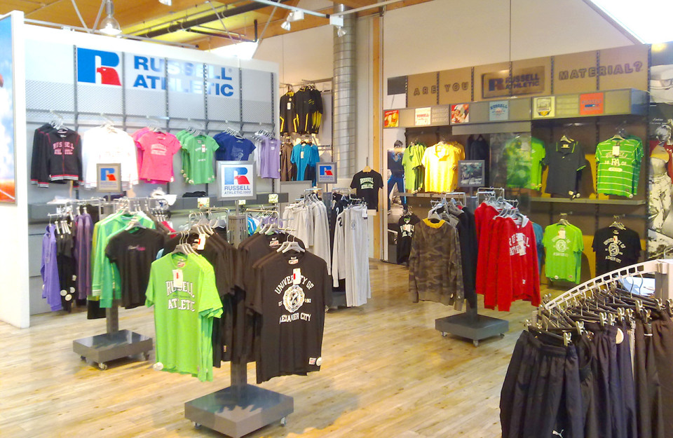 Russell Athletic - vybavení obchodu, design obchodu