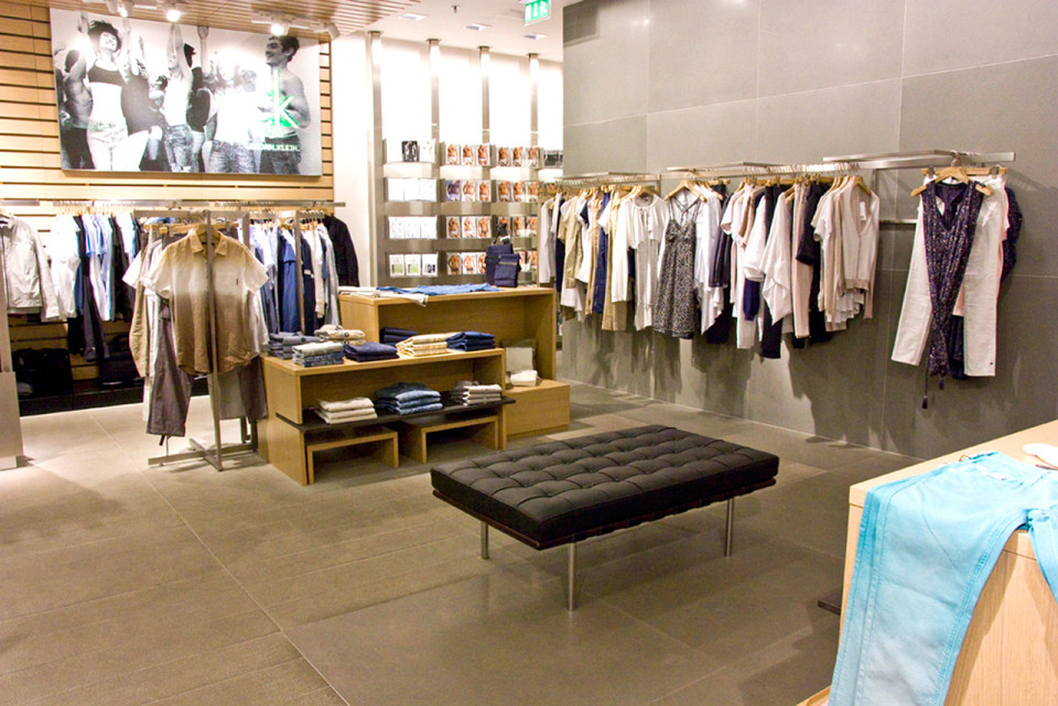 Calvin Klein Jeans - vybavení obchodu, design obchodu
